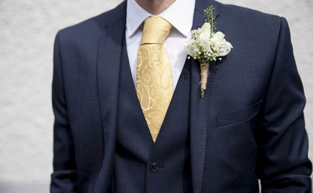 30-grooms-style-yellow-tie-summer-boutonniere