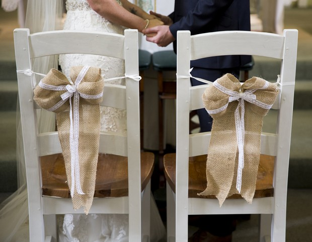 34-rustic-style-wedding-chair-back-ceremony-burlap-bows