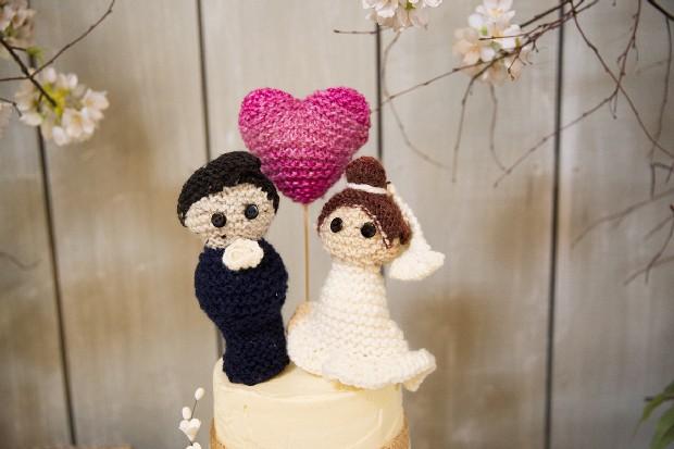 44-knit-wedding-cake-topper-bride-groom