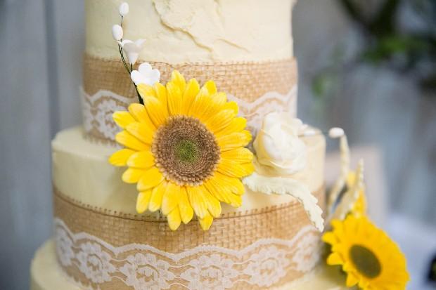 44-sunflower-wedding-cake-burlap-lace