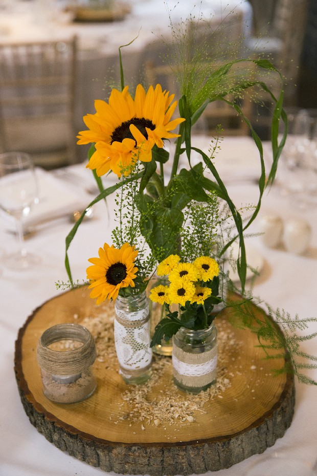 46-Summer-Wedding-Decor-Sunflowers-Centerpiece-Tree-trunk (2)