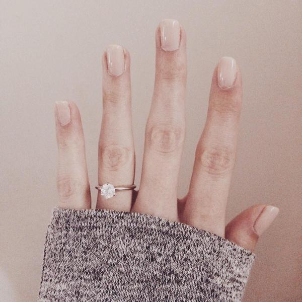 16 Awesome Engagement Ring Selfies | weddingsonline