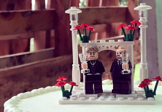 groom-and-groom-lego-cake1
