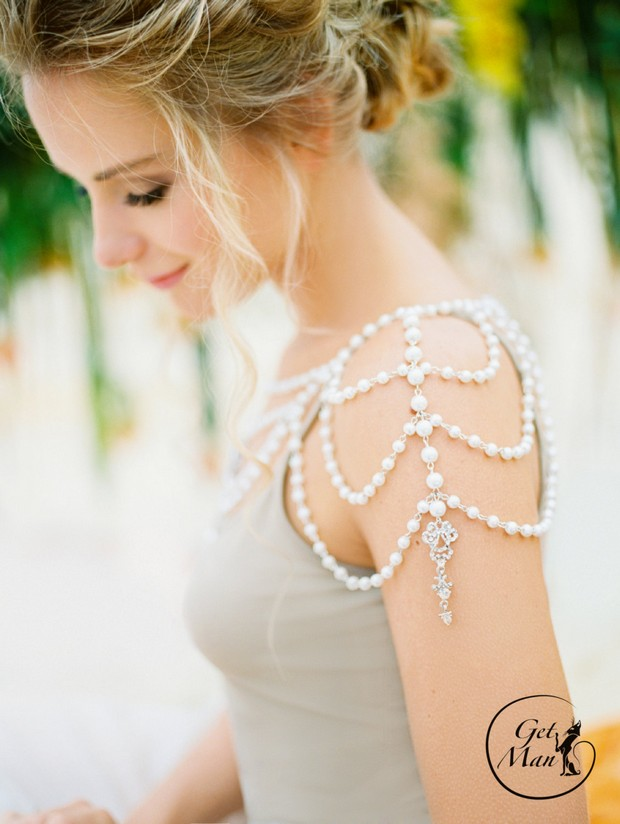 Stunning Shoulder Jewellery Bridal Capes for 2016 weddingsonline