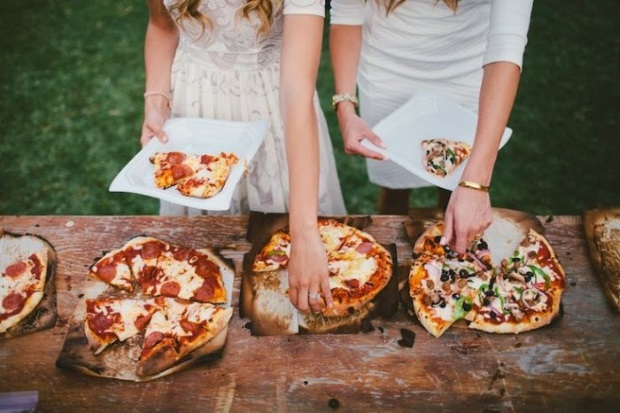 wedding-food-station-ideas-foodie-bar-pizza