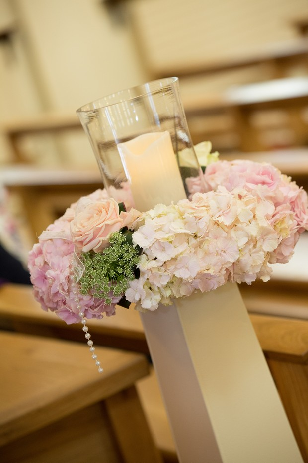 25-church-wedding-ceremony-decor-ideas-lanterns-floral-pew-ends (2)