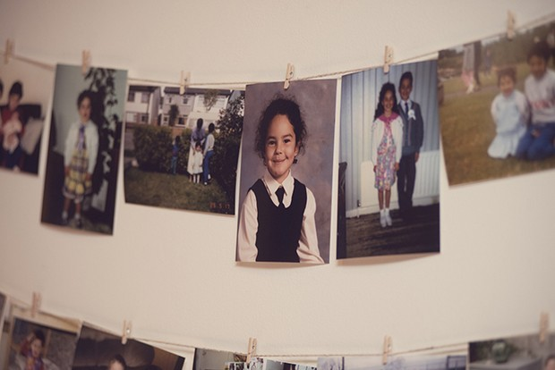 34-Photos-at-Wedding-Childhood-Family-Photos-Display