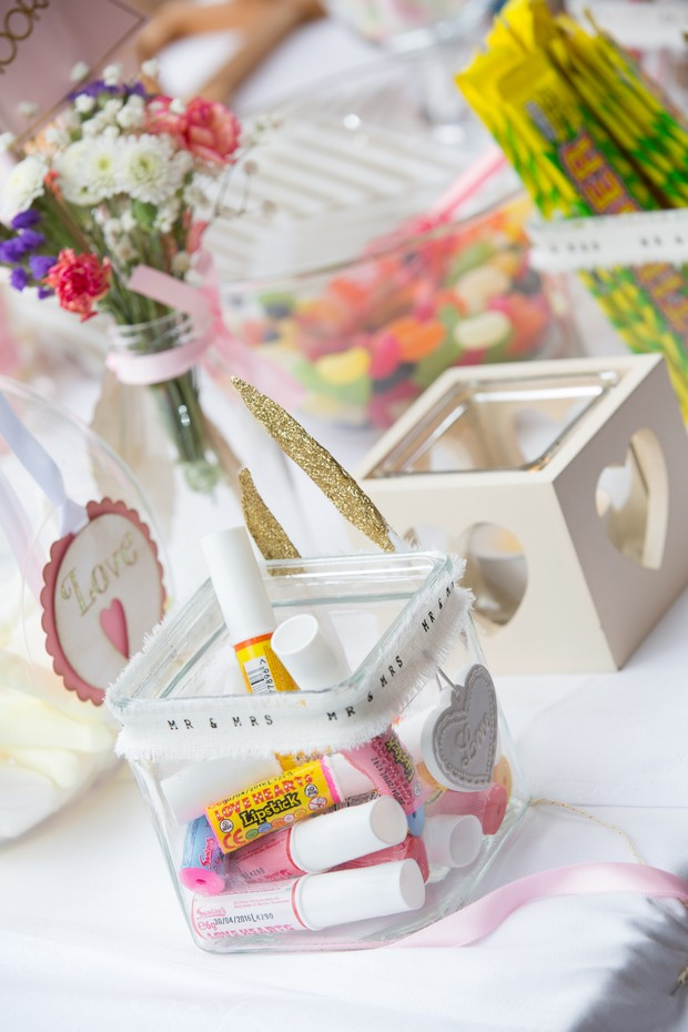 44-Wedding-Sweetie-Table-Candy-Station-Inspiration (2)