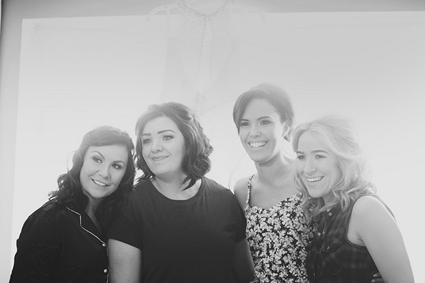 8-Bride-and-Bridesmaids-Black-White-Photo-Couple-Photography