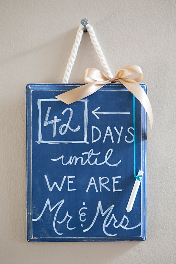 DIY-Wedding-Countdown-Chalkboard-Sign