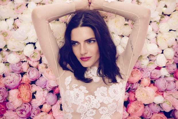 Daarlarna-Colección-de-flores-de-novia-Vestido-de-novia-de-manga-transparente