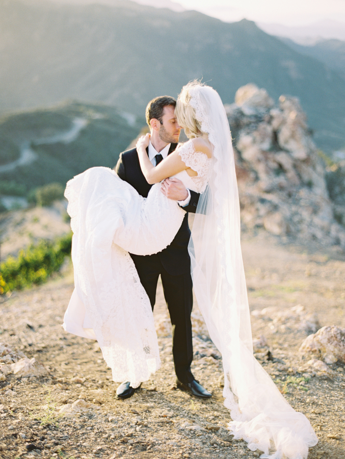 Full-Lace-Wedding-Dress-Most-Romantic-Wedding-Photos-lift