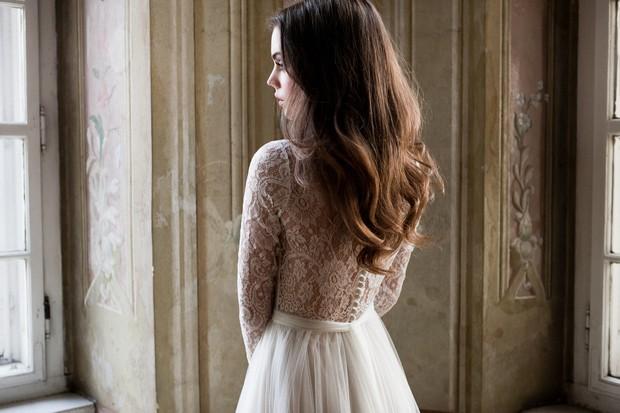 Vestido-de-novia-con-espalda-de-encaje-Daarlarna-nupcial