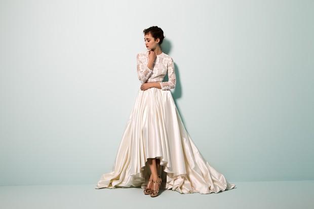 Vestido-de-novia-moderno-de-inspiración-vintage-alto-bajo-bajo-daarlarna