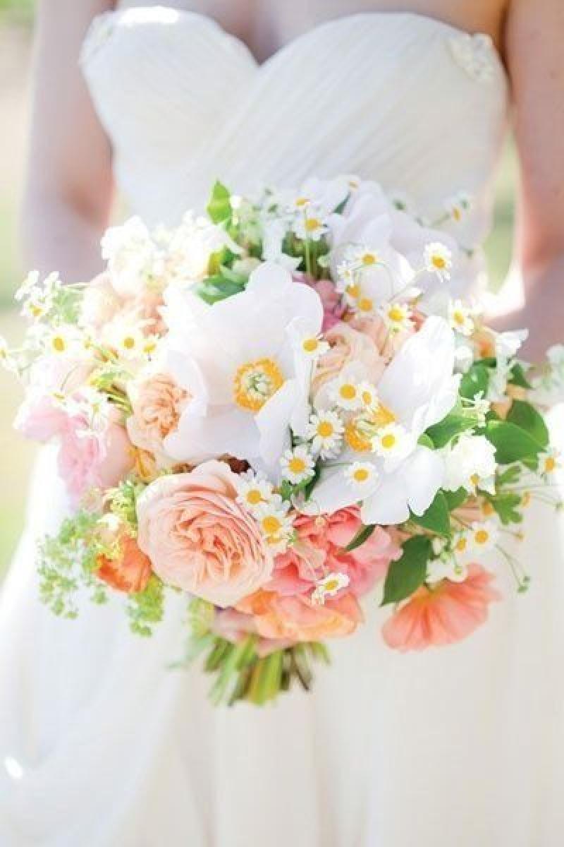 14 fresh fabulous spring summer wedding bouquets weddingsonline. Black Bedroom Furniture Sets. Home Design Ideas