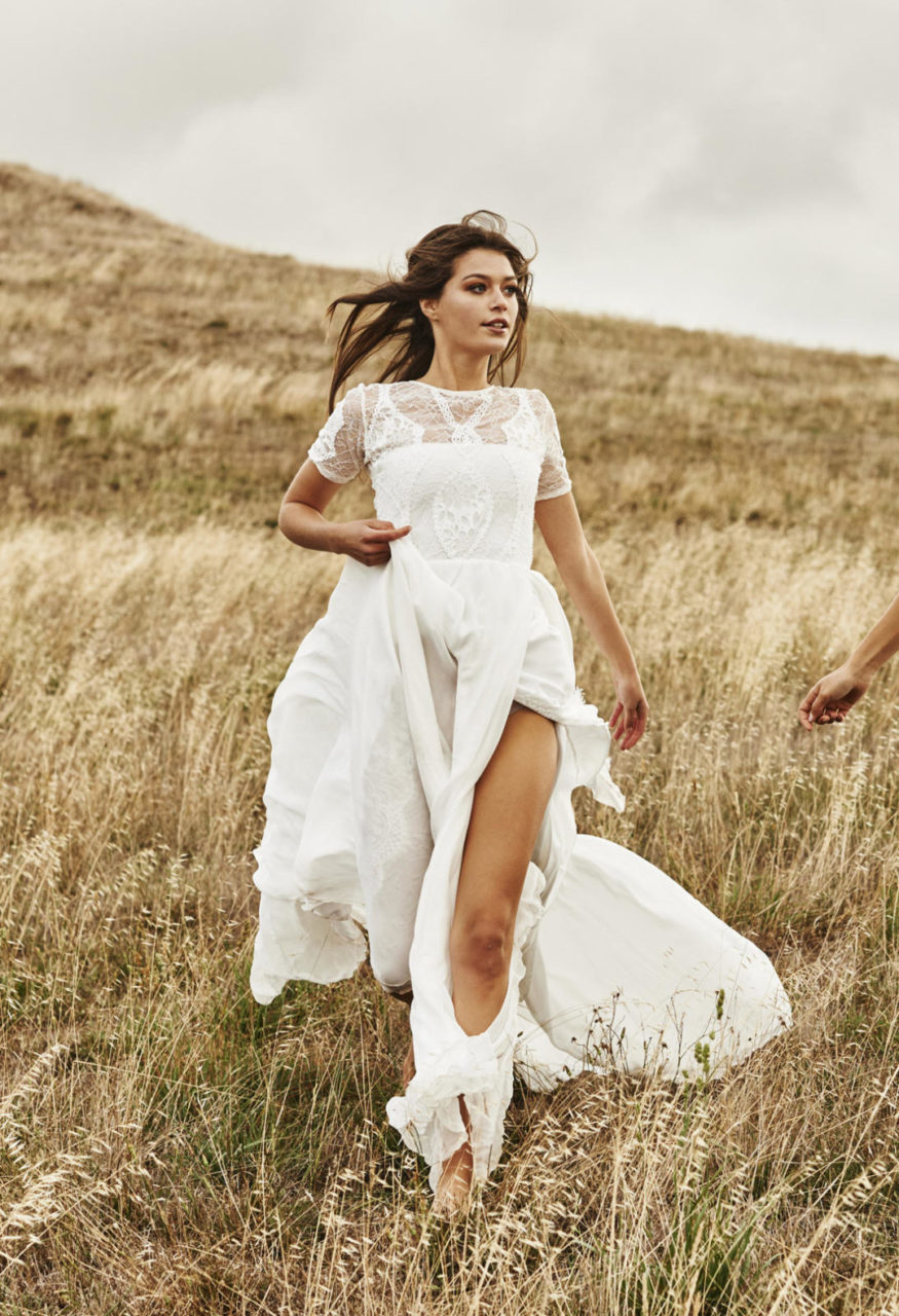 25 Breathtaking Beach Wedding Dresses