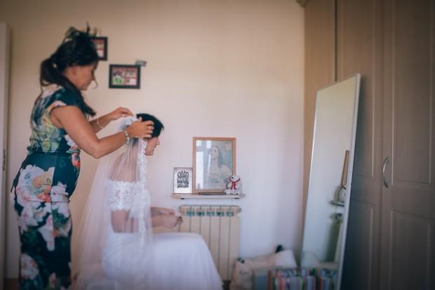 bride-fixing-veil