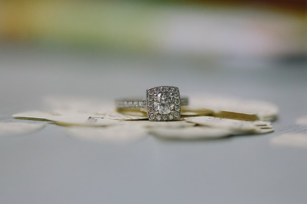 11-Diamant-Square-Set-Cushion-Cut-Engagement-Ring-Unusual