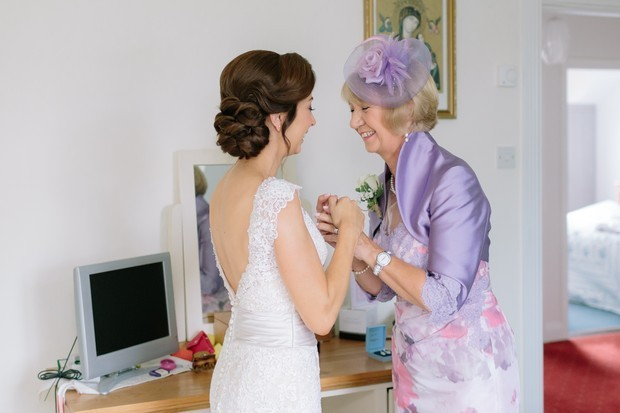 15-Bride-Mother-First-Look-Photo-Home