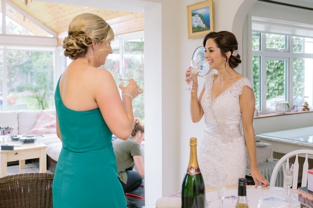 21-Bride-Bridesmaid-Drinking-Champagne-Wedding-Morning