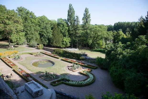 Vaugrignon-castle-french-destination-wedding