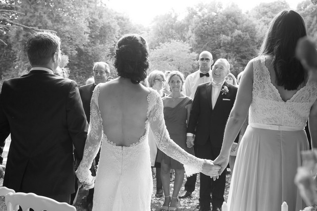 bridal-party-holding-hands