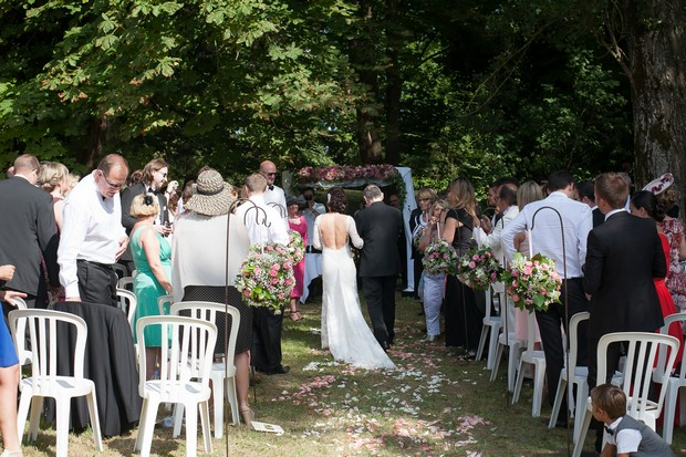 bridal-walking-down-aisle-with-her-dad
