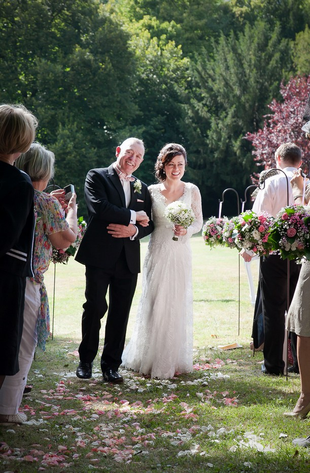 bride-and-her-dad-walking-down-the-aisle