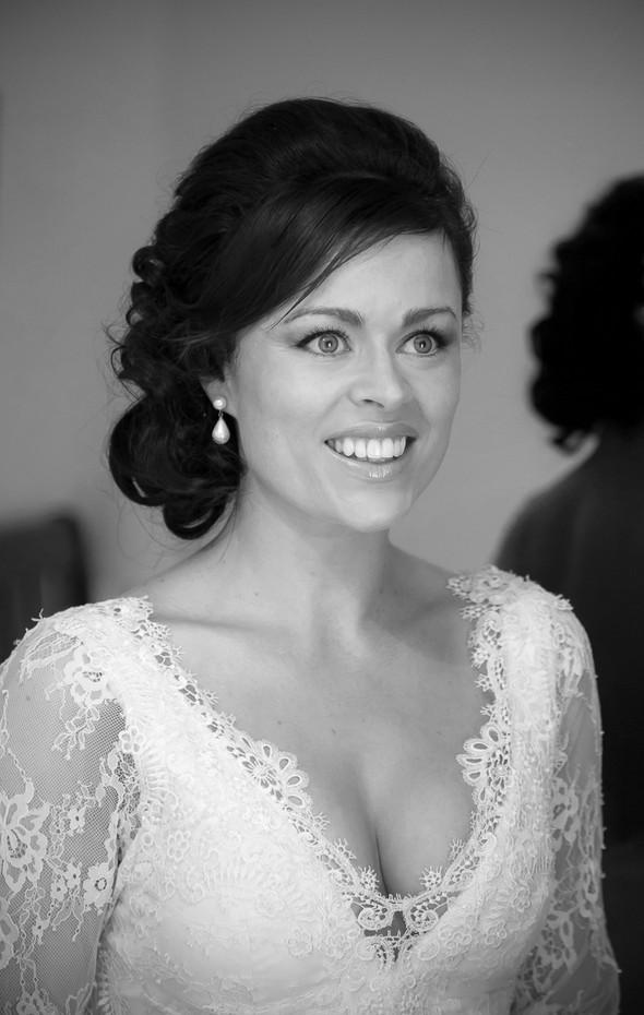bride-in-lace-long-sleeve-wedding-dress