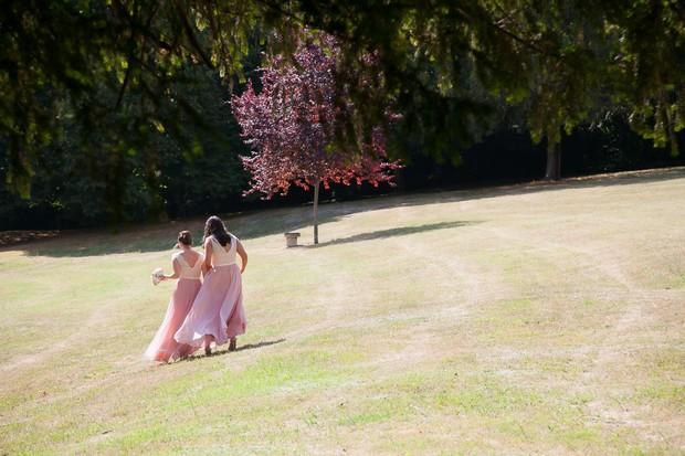 bridesmaids-in-pink-chiffon-dresses