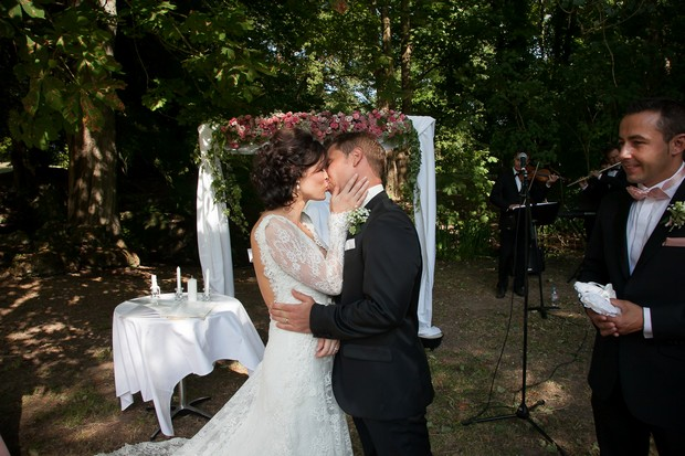 french-chateau-wedding-bride-and-groom-kissing-at-ceremony
