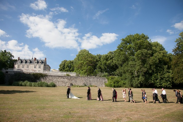 french-chateau-wedding-guests-walking-up-to-castle