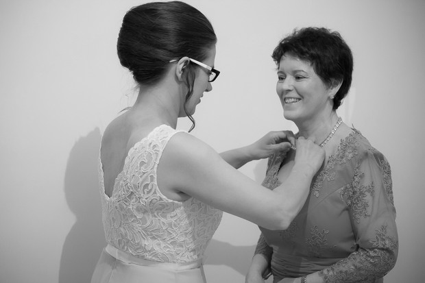 mother-of-the-bride-getting-ready