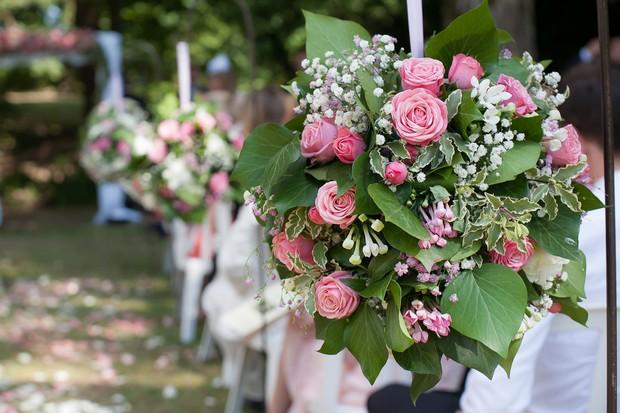 pink-rose-pew-ends