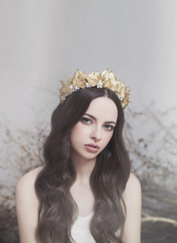 regal-statement-bridal-crown-gold-viktoria-novak-graciousgrace