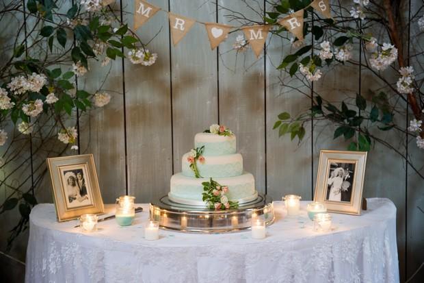 25-Rustic-Mint-Wedding-Cake-Table-Backdrop-Family-Photos