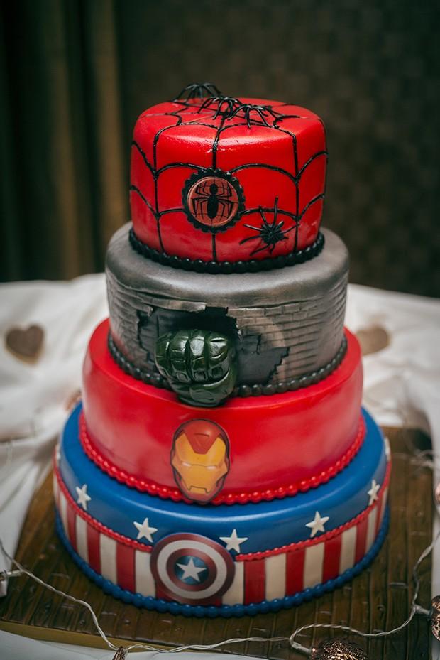 32 WOW Wedding Cakes From Irish Cake Makers Weddingsonline - Comic Book Wedding Cake