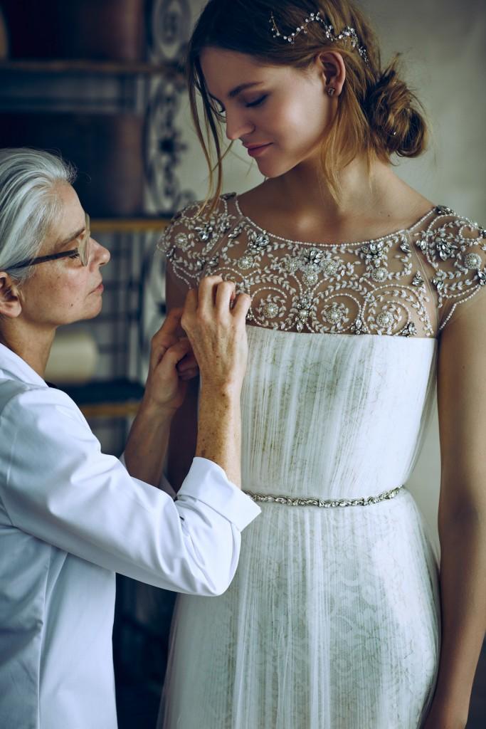 Detalles-del-vestido-de-boda-digno de desmayarse-BHLDN-x-Marchesa-Escote adornado