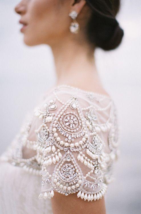 Vestido-de-boda-digno de desmayarse-Detalles-Vestido-Marchesa-Mangas de perlas