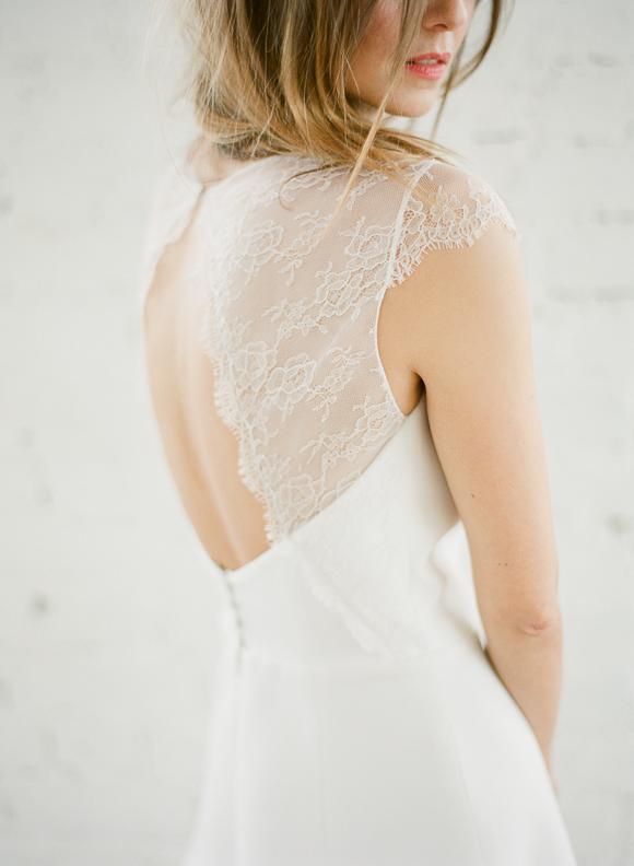 Detalles del vestido de boda digno de desmayarse-Rime-Arodaky-Delicate-Lace-Back