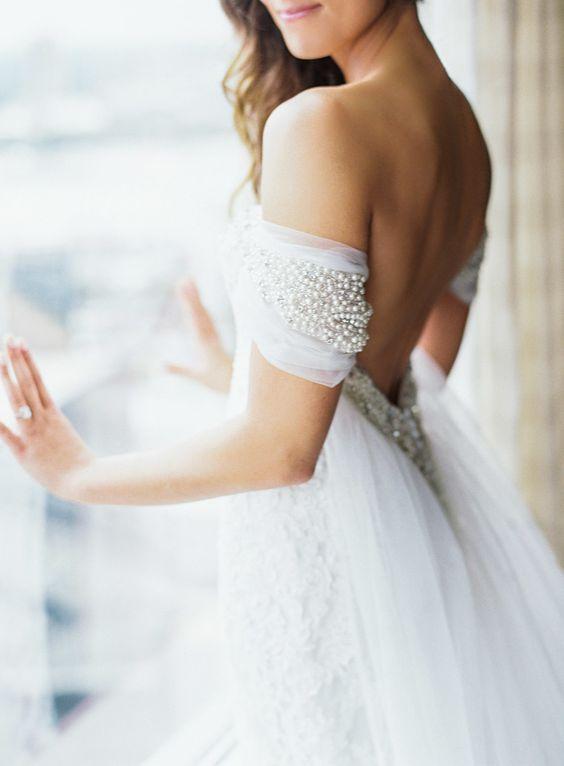 Detalles-del-vestido-de-boda-Justin-Alexander-Off-Shoulder-Carla-Gates