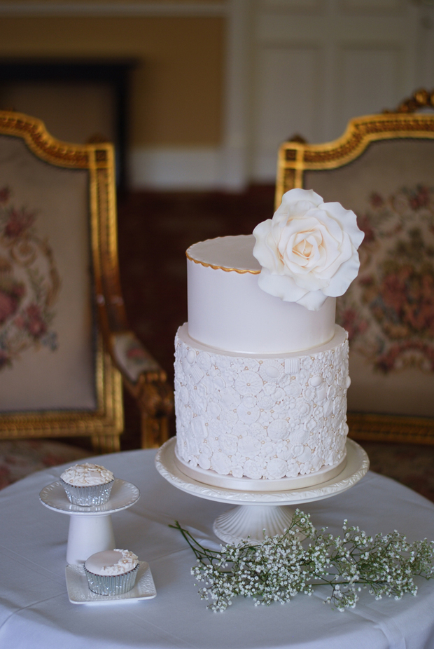 cupcakes-and-counting-flower-detail-wedding-cake