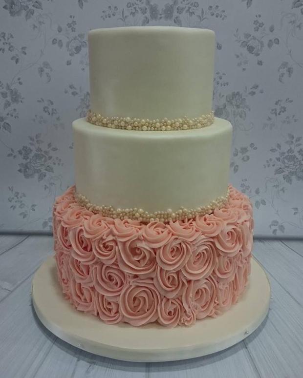 marias-cakes-kilkenney-ruffles-pink
