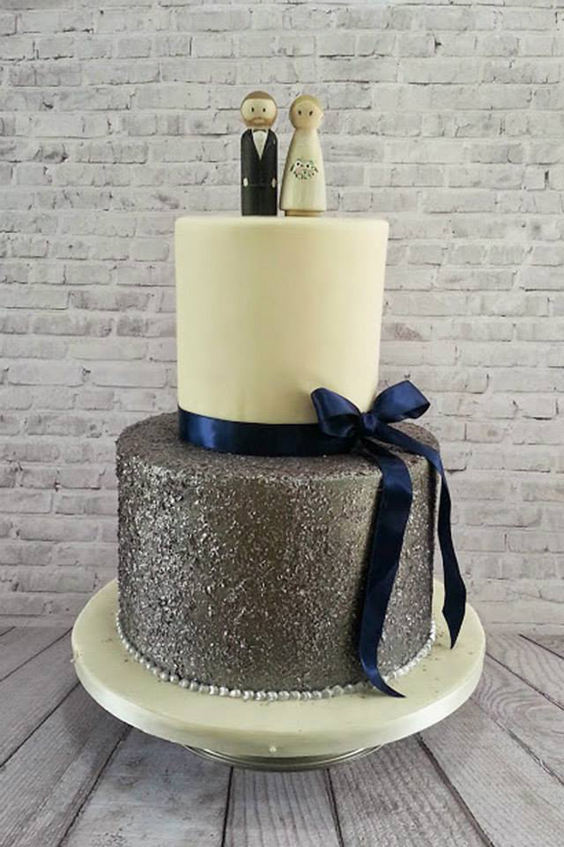 marias-cakes-silver-ivory-wedding-cake