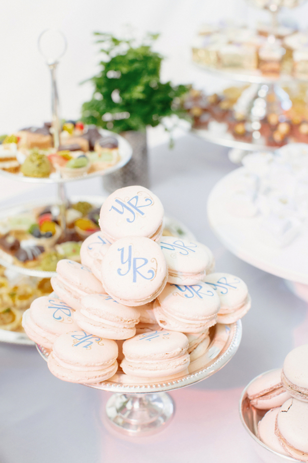 wedding-favours-macarons-with-initials
