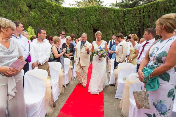 10-Outdoor-Spanish-Wedding-Ceremony-Spain-Owen-Farrell-Photography (1)