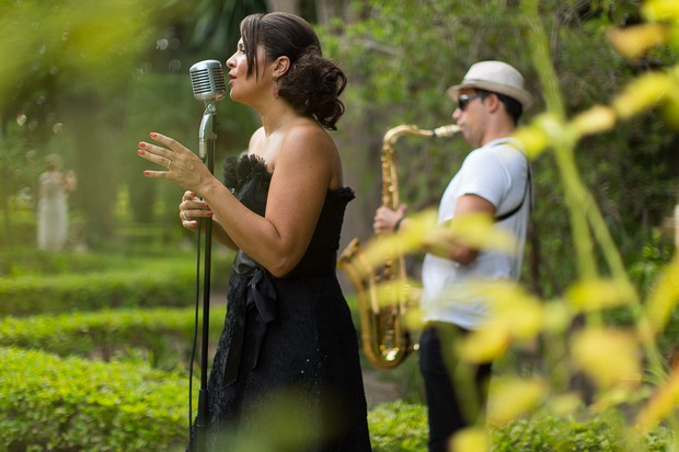16-Jazz-Band-Wedding-Saxaphone-Singer-Spain-weddingosnline