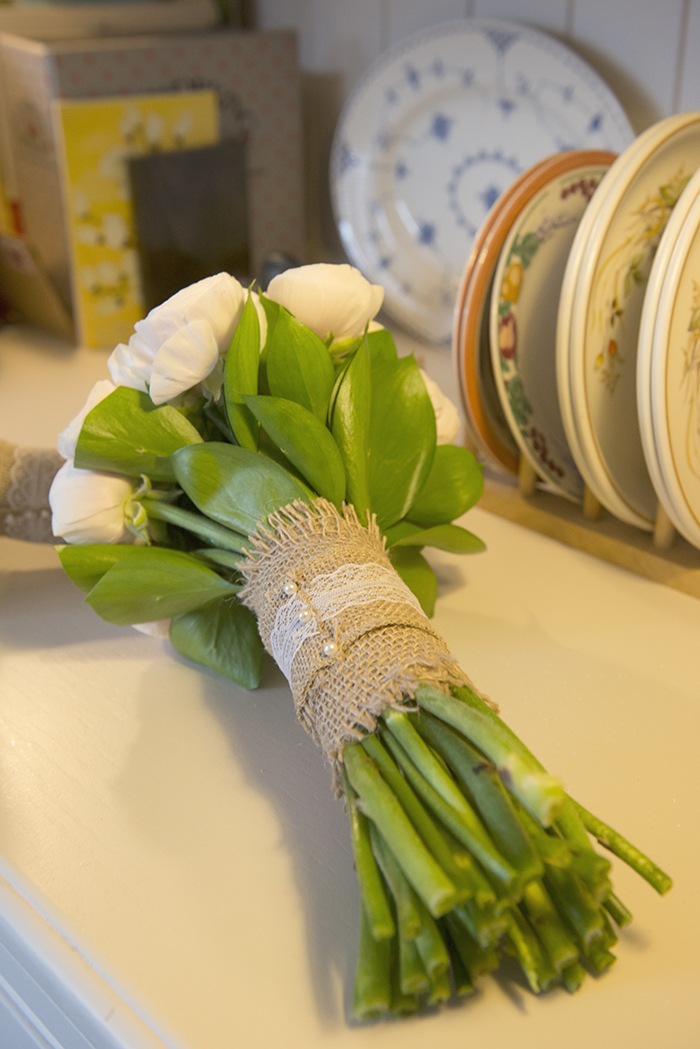 3-Simple-hand-tied-rustic-wedding-bouquet