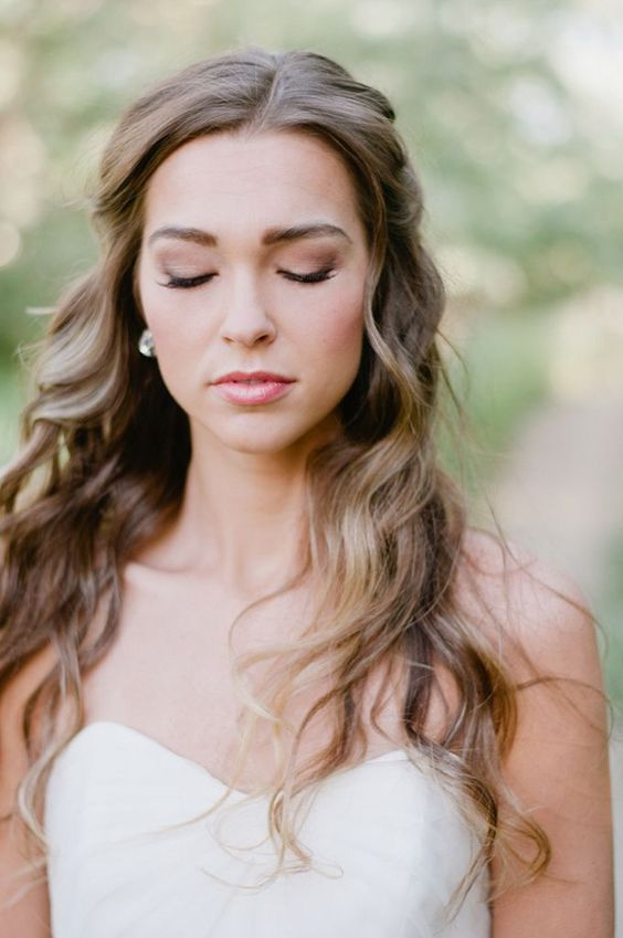 simple-wavy-long-down-summer-wedding-hair-style