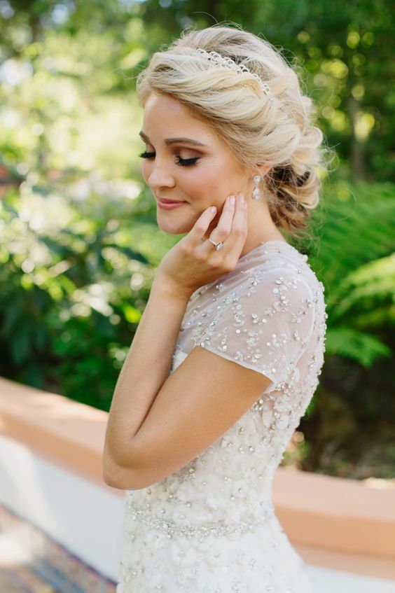 soft-wedding-up-do-elegant-summer-bridal-hair